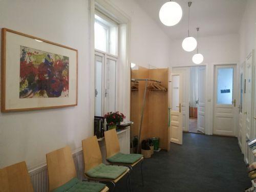 Grosser Warteraum in Praxis 1070 Wien